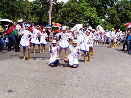 Treinta y ocho centros educativos participan en desfiles de Alcalde Díaz