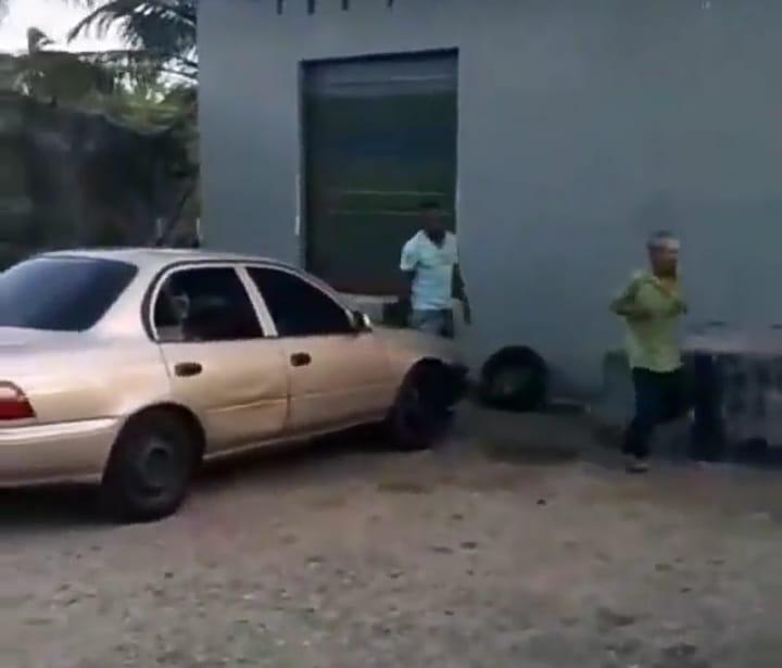 Hombre le propina golpiza a un adulto mayor en Colón