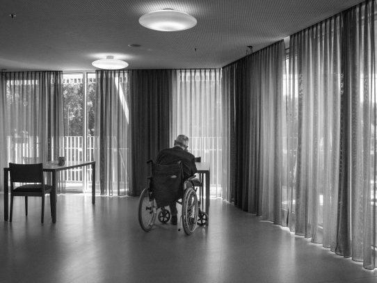 Muchos ancianos fueron abandonados a su suerte cuando el COVID-19 atacó a Bélgica