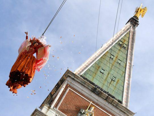 El tradicional 'vuelo del ángel' abre el Carnaval de Venecia