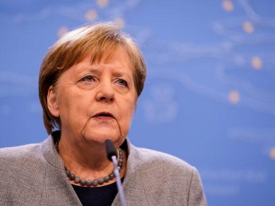 Angela Merkel vuelve a la cancillería tras terminar su cuarentena
