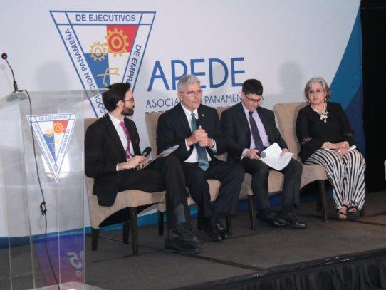 Expertos debaten la importancia de la transparencia para la competitividad
