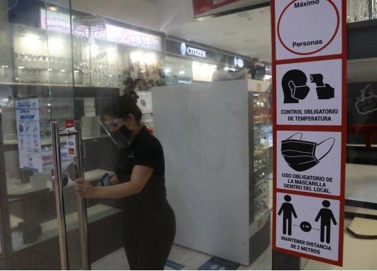 Tiendas y centros comerciales esperan pronta apertura total