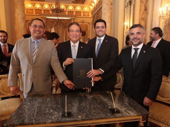 Cortizo sanciona ley que crea el Régimen de Asociación Público-Privada