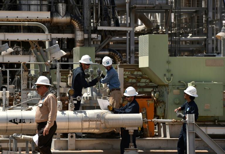 Petrolera saudí ARAMCO pondrá en venta acciones por $25,600 millones