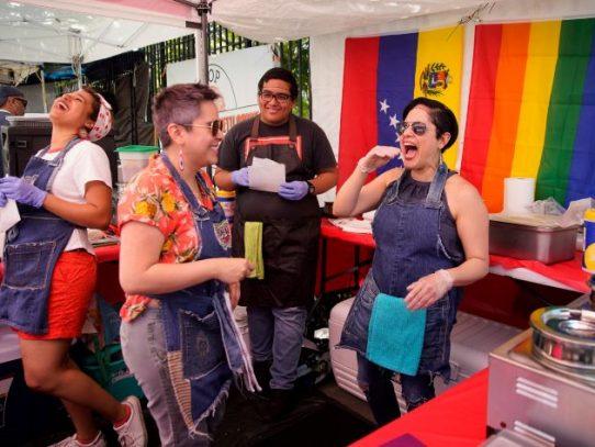 Cocinar y bailar: un día vendiendo arepas en Brooklyn