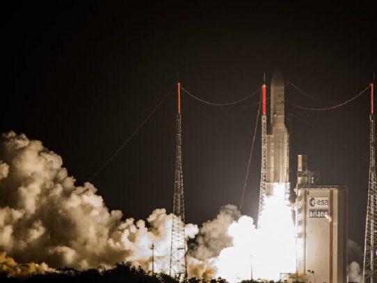 El cohete Ariane 5 despega de la base francesa de Kurú en Guyana Francesa