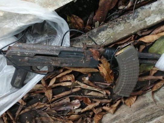 Detienen a cuatro sujetos con armas de grueso calibre en Colón