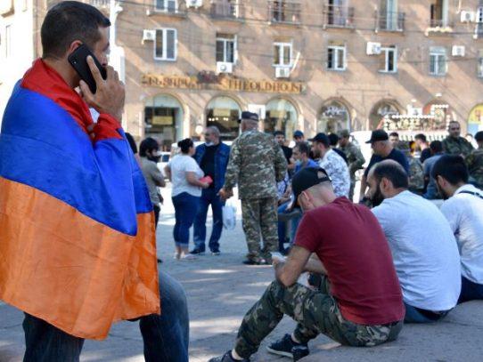 Líderes mundiales piden cese de combates en Nagorno Karabaj, que dejaron decenas de muertos