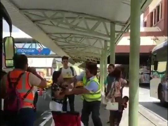 Investigan caso de operador de Metrobús captado arrebatándole celular a una pasajera
