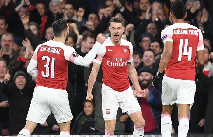 El Arsenal gana 3-1 al Valencia y pone un pie en la final de Europa League