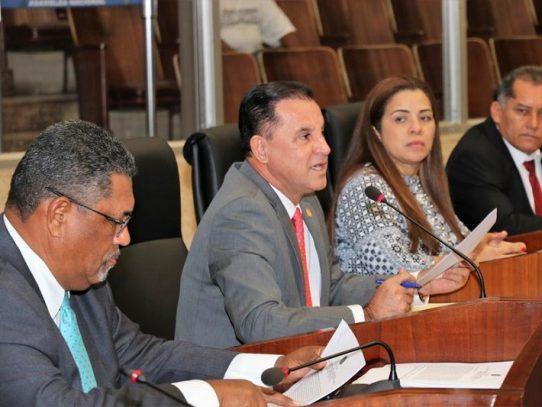 Presentan iniciativa que introducen reformas al Código Penal y Electoral