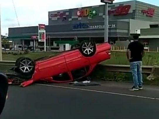 Aparatoso accidente de tránsito en la autopista Arraiján-La Chorrera
