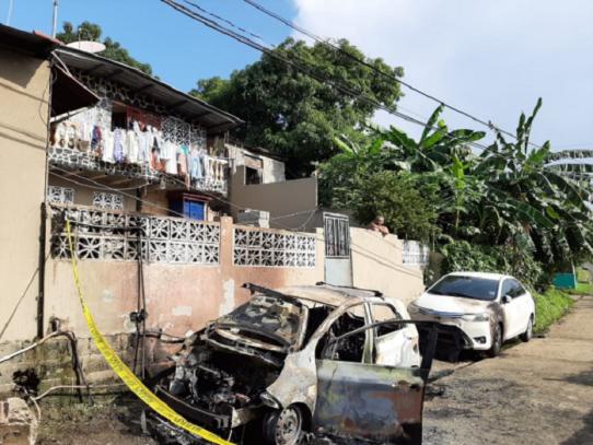 Incendian auto de una familia en 24 de Diciembre