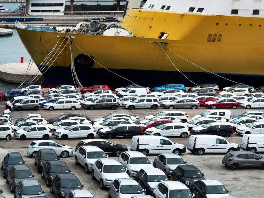 Analizan prohibir la importación al país de autos con más de 5 años de uso