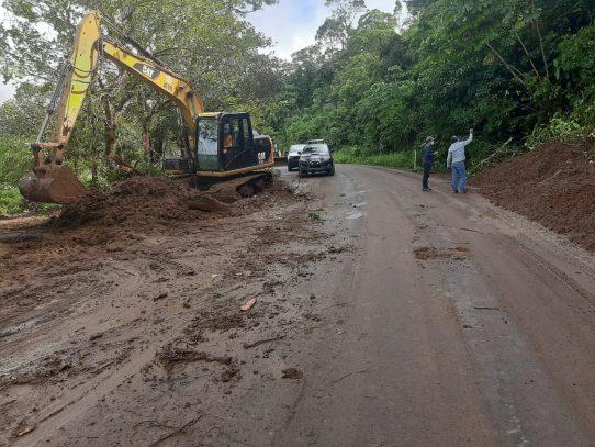 Derrumbe dejó incomunicadas a comunidades en Bocas del Toro