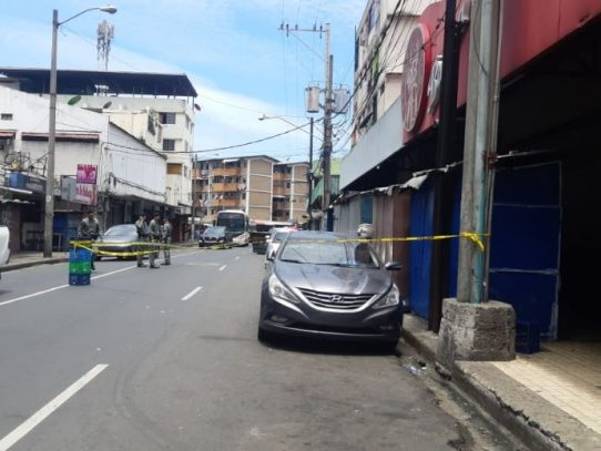 Dos hombres resultaron heridos de varios disparos fuera de bar en Calidonia