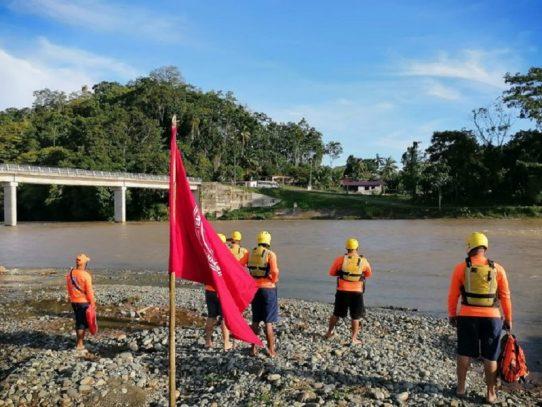 Sinaproc instala banderas rojas y amarillas en playas y ríos