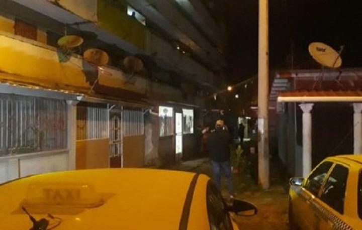 Asesinan a un hombre de varios disparos en La Feria en Colón
