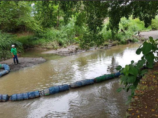 MiAmbiente reinstala biobarrera en Río Abajo