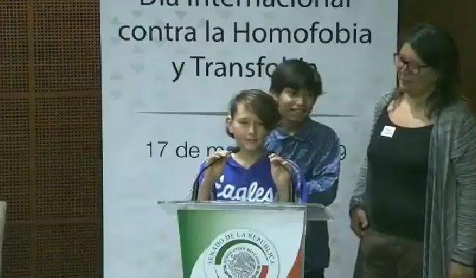 """""""Soy bisexual... soy trans"""", la salida del clóset de dos hijos de una pareja de lesbianas"""