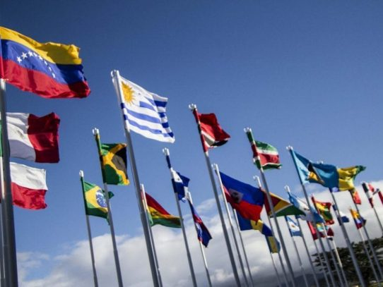 Líderes políticos y expresidentes firman declaración en el Día Internacional de la Democracia