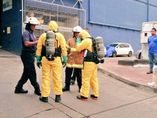 Bomberos atienden emergencia en depósitos por derrame químico