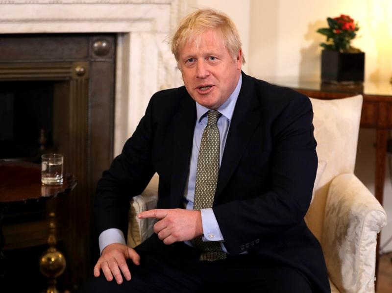 Boris Johnson anuncia al país cómo planea desconfinarlo poco a poco