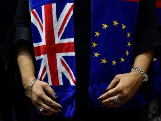 La UE y Reino Unido reanudan una incierta negociación del Brexit por el coronavirus