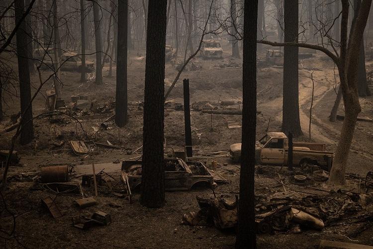 Reflexionan sobre el cambio climático en California, arrasado por los incendios