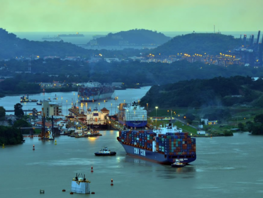 Pandemia de COVID-19 disminuye tráfico de buques por el Canal de Panamá