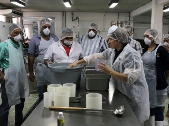 Productores de Los Santos son capacitados con nuevas tecnologías para mejorar el queso fresco