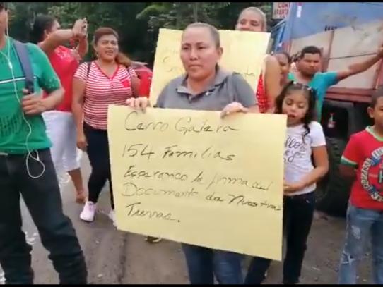 Desalojados de Cerro Galera protestan en Loma Cová