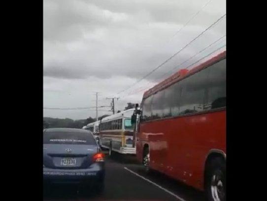 Transportistas de Colón realizan caravana pacífica, piden apoyo del Gobierno