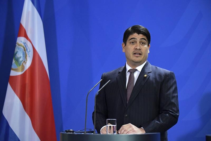 Presidente de Costa Rica recibe reconocimiento internacional por descarbonización