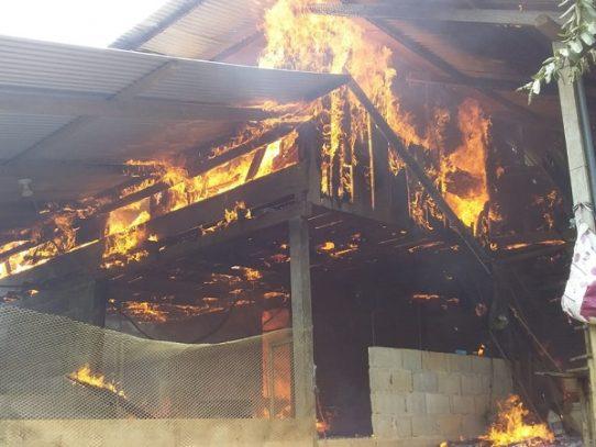 Atienden a dos familias bocatoreñas afectadas por incendios en una semana