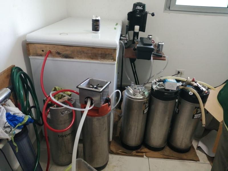 Desmantelan producción de bebidas alcohólicas clandestinas en Carrasquilla