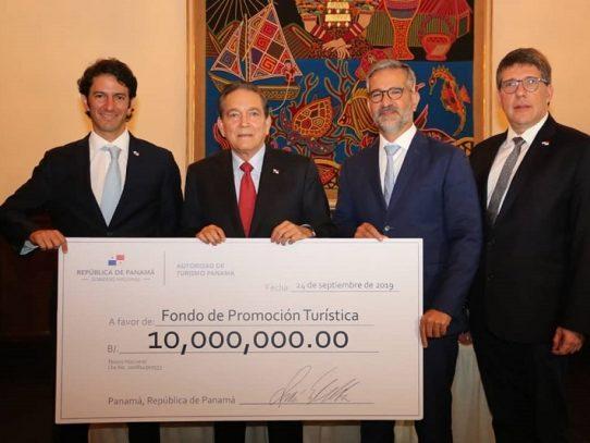 Cortizo entrega cheque de $10 millones para el Fondo de Promoción Turística