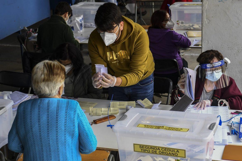 Voto a favor de una nueva Constitución en Chile aventaja holgadamente en referéndum
