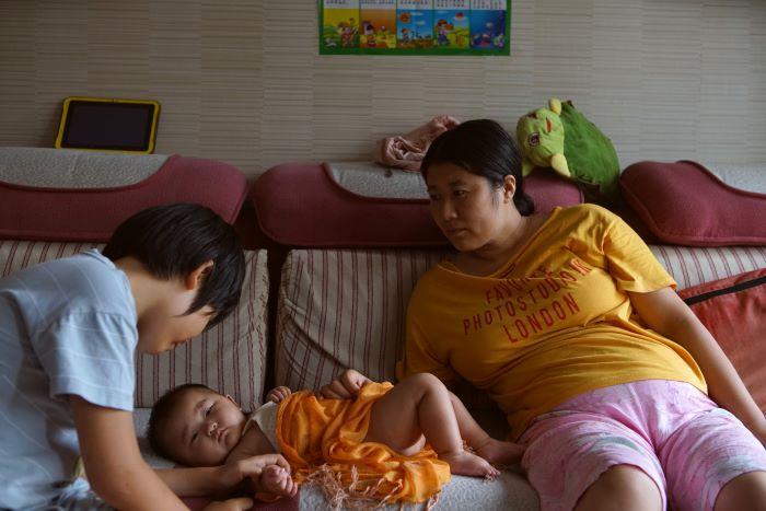 Las madres que trabajan en China afirman que las despiden o las marginan