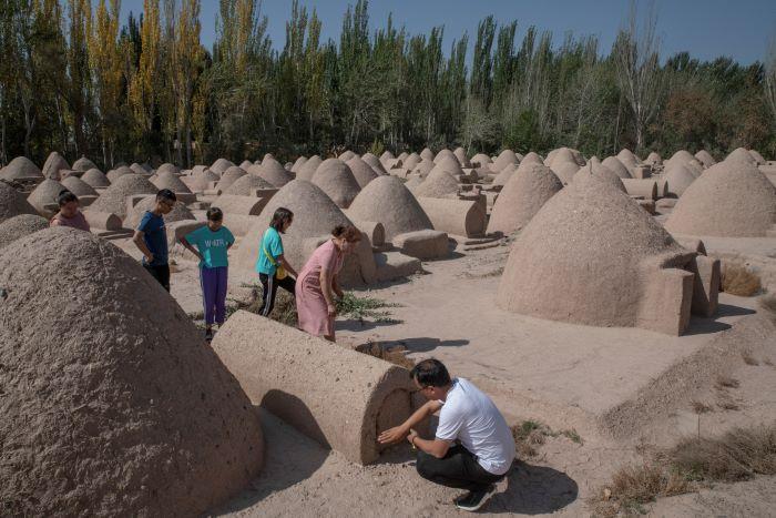 Heridos pero resilientes, una ciudad uigur se aferra a su pasado cultural