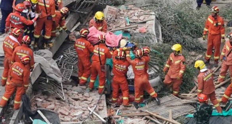 Al menos nueve personas atrapadas tras el hundimiento de un edificio en Shanghái