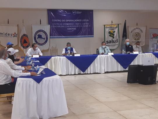 Autoridades entregan kits solidarios en Chiriquí