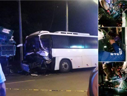 Un muerto por accidente entre bus y camión en Nueva Esperanza de Pacora