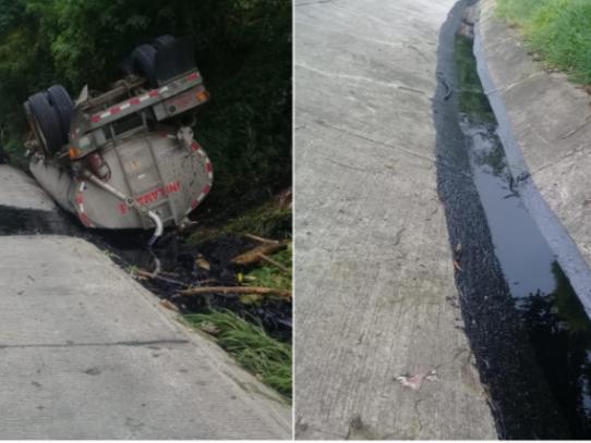 Cisterna se vuelca y derrama combustible en Autopista Panamá-Colón