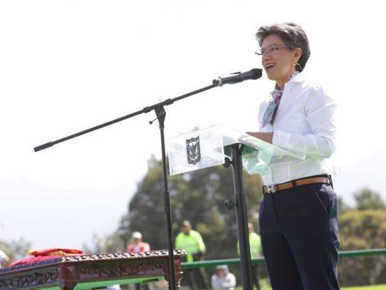 Claudia López asumió como primera alcaldesa de Bogotá con discurso de cambio