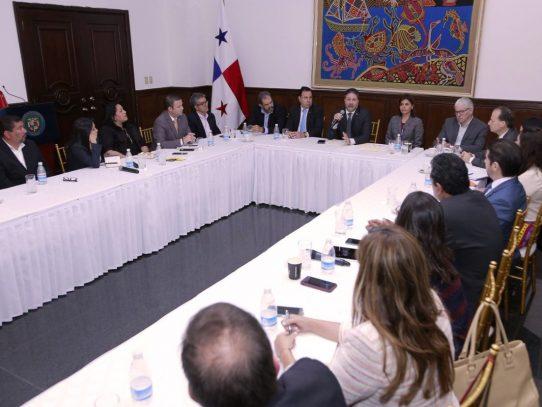 Gobierno presenta a gremios de COEL los avances del Gabinete Logístico