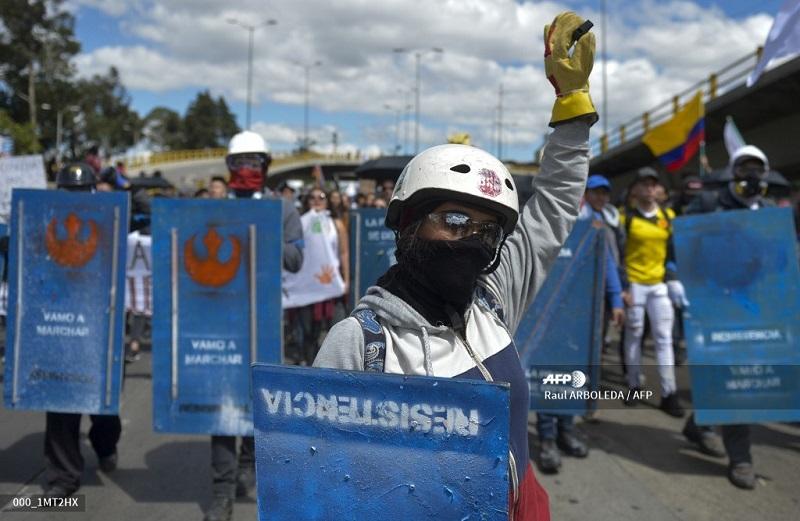 """Miles de personas se unen a tercer """"paro nacional"""" contra Duque en Colombia"""