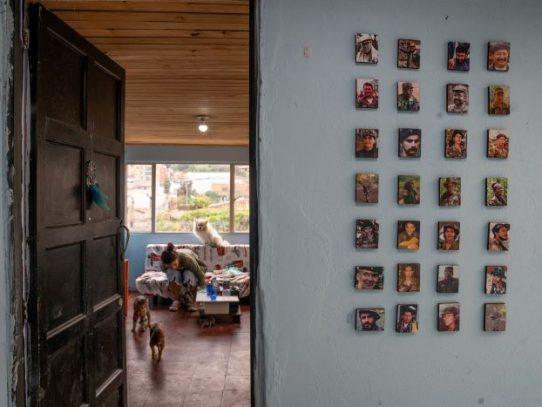 Una mujer que formó parte de las guerrillas de Colombia busca su lugar en tiempos de paz