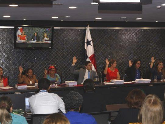 Comisión de la Mujer recomienda la remoción del defensor del pueblo